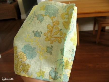 Lật mặt sau của vải rồi may nối 2 miếng vải lại với nhau