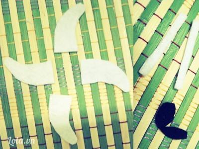 Còn đây? Không phải là phi tiêu Ninja đâu, 4 mẩu vải dùng làm sừng cho Lambo-bông đó ' ' Cuối cùng là vải làm đuôi