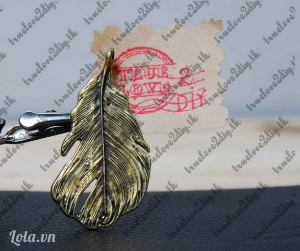 Mặt đồng hình lông vũ đại Mã hàng ĐB 191104