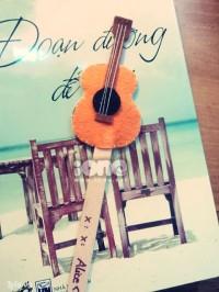 Đấy, chỉ có thế là đã xong cây đàn guitar tí hon cho các nàng đem theo bên mình đánh dấu trang mỗi khi đọc sách rồi.