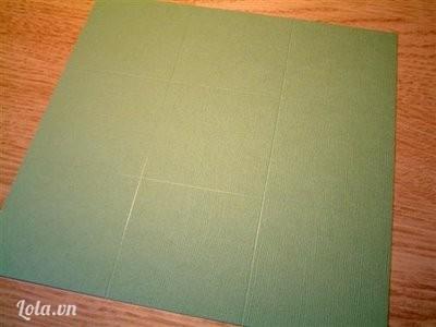 Ở mỗi tờ bạn chấm các điểm theo kích cỡ dưới đây rồi kẽ theo   - Tờ 9x9, kẽ 3 inch trong mỗi bên  - Tờ 5/8 x 8 5/8 , kẽ 2 7/8 inch trong mỗi bên   - Tờ 8x¼ x 8 ¼ , Kẽ 2 ¾ inch từ mỗi bên