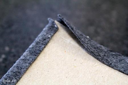 Bọc phần vải dư lên mặt sau tấm bìa
