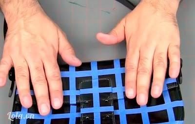 Dùng tay ấn xuống cho các băng keo khọng bị phồng lên
