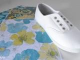 mix giày thể thao với họa tiết hoa văn