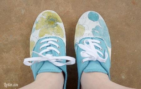 Giờ thì chiếc giày của bạn đà hoàn toàn mới rồi nè. Bạn hãy làm thử nha