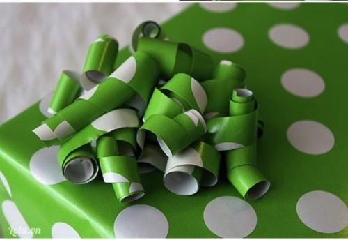 Trang trí hộp quà bằng giấy màu