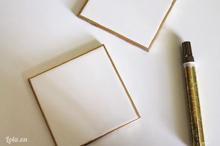 Dùng bút dạ quang màu vàng hay là bút lông màu tô viền xung quanh miếng gạch