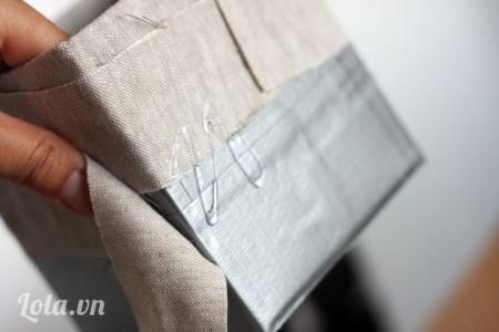 Sau khi hết lớp vải đầu thì bạn dán kế tiếp lớp vải khác