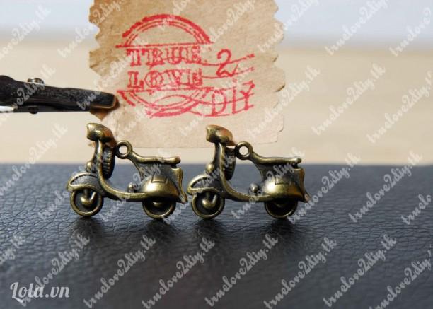 Mặt đồng hình xe vespa cổ