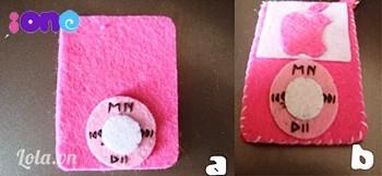 Thêu các nút bấm màu đen, dùng mũi khâu nhỏ để đính 2 hình tròn vào nhau sau đó đính hoàn chỉnh hết lên thân máy. Khi ráp bạn nhớ chừa 1 cạnh dài, hoặc rộng để bỏ hình vào nghen.