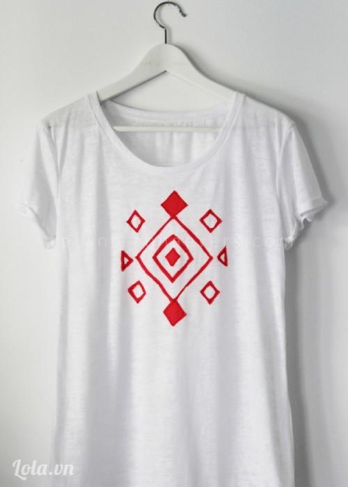 Làm mới chiếc áo với họa tiết lạ