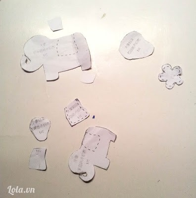 Kế tiếp cắt các mô hình nhỏ từ giấy ra