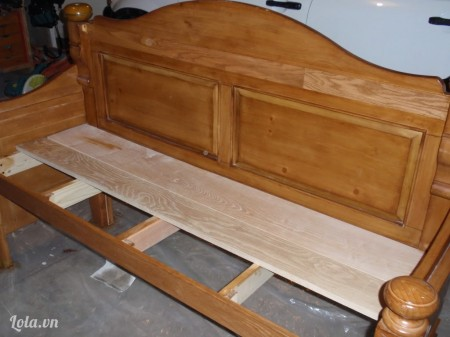 Gắn thêm mấy miếng gỗ trên khung ghế ngồi  nữa