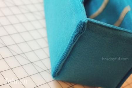 Dùng kéo cắt bỏ các phần vải thừa bên ngoài