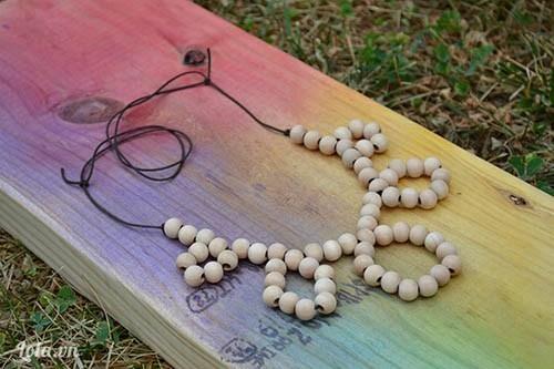Kết vòng cổ hạt gỗ
