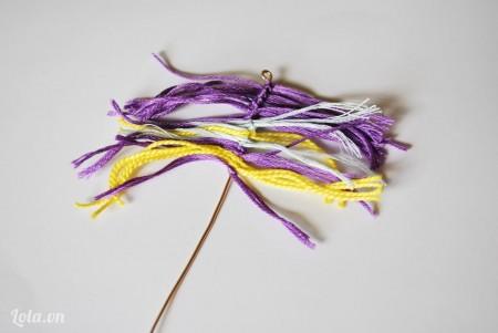 Lặp lại tương tự cho những sợi dây len khác