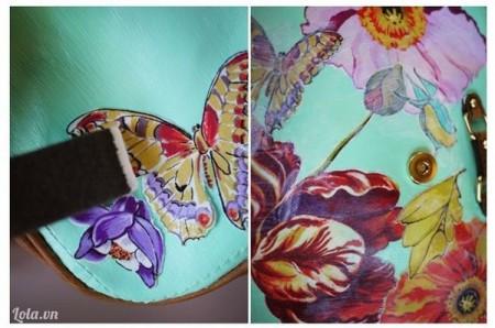Đợi cho sơn khô rồi thì dán họa tiết hoa lên trên túi