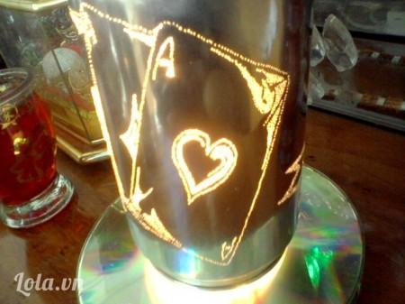 Thành quả ta làm được là một chiếc đèn xoay bằng lon bia rất handmade... tuỳ theo thiết kế ta dùng làm đèn ngủ hoặc làm đèn trên bàn thờ hoặc trưng bày cửa tiệm để lấy may mắn. Chúc các bạn thành côngCó gì thắc mắc các bạn liên lạc qua:Face: Cobe Chaomiphone: 01267750267