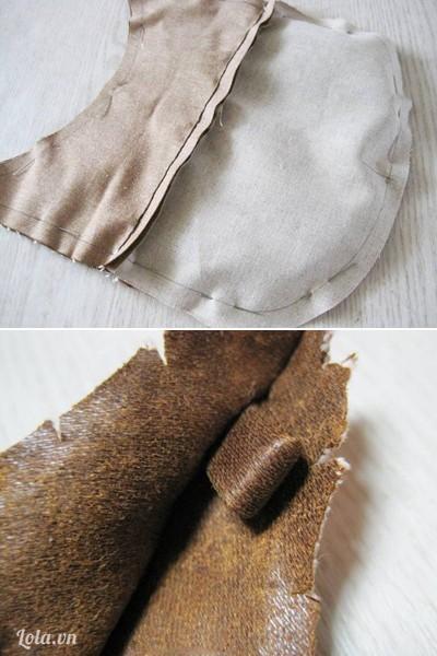 - Úp hai mặt phải của thân trước và sau của chiếc túi vào nhau, dùng ghim giữ lại. Ghim đoạn vải làm móc dây đeo ở 2 bên phần đầu.
