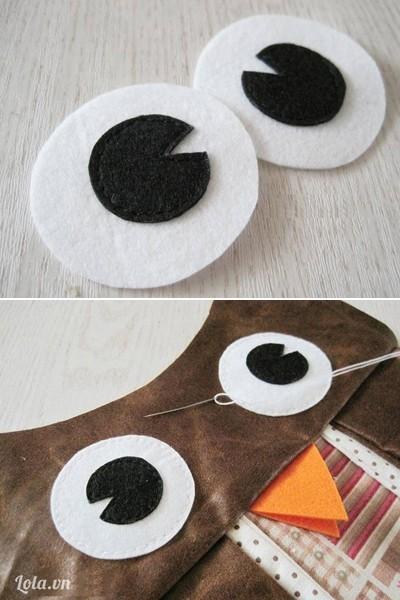 - Khâu 2 hình tròn màu đen trên 2 hình tròn màu trắng và khâu lên mặt cú làm đôi mắt.