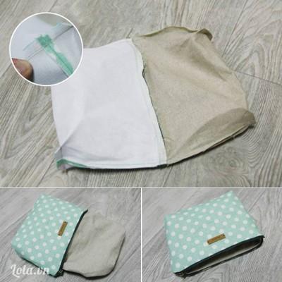 Góc túi: bóp 2 góc ở đáy túi (mặt trái) sao cho đường may sườn túi và đường gấp giữa đáy túi trùng nhau, hai cạnh vuông góc trùng nhau khâu đường thẳng cách mép vải 1cm. Lộn mặt phải túi ra ngoài, khâu kín khe hở trên sườn vải lót túi bằng mũi khâu giấu chỉ.