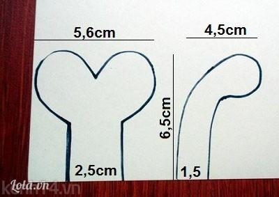 Bước 1:- Chúng mình vẽ hai hình như bên lên giấy bìa.