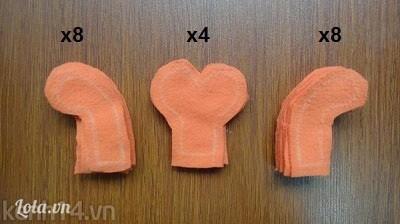 Bước 3: - Vẽ và cắt 4 mẫu càng, 8 mẫu càng quay sang bên trái, 8 càng quay bên phải. Mình nên cắt dịch ra 1 chút để còn khâu nhé!