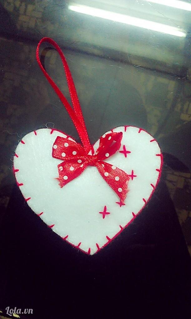 Trái tim trang trí cây thông