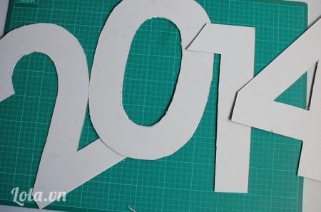 Bứơc 3 :Bạn đã có hình số năm 2014 bằng bìa cứng cáp rồi này.