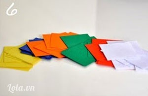 Bước 6:  Bạn cắt tiếp 6 màu khác nhau của rubik thành nhiều mảnh hình vuông nhỏ, bằng nhau.