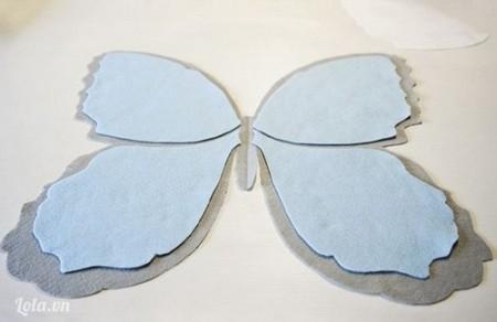 Đặt chi tiết cánh bướm vải nỉ, vải dạ nỉ bờn trong lờn phần cánh bướm to ….
