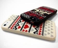 Ốp iphone cross-stitch với họa tiết thổ cẩm cũng đang rất hot đấy