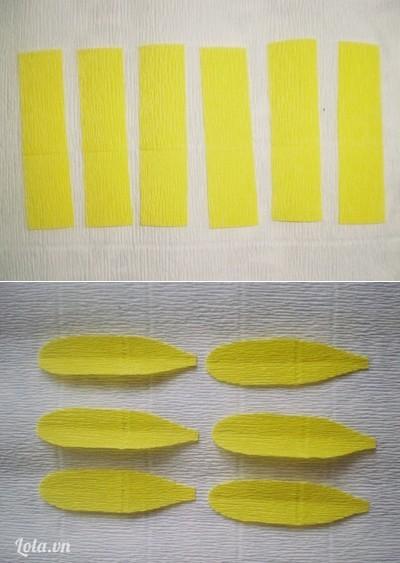 Bước 1:- Cắt 6 tấm giấy nhún màu vàng hình chữ nhật với kích thước: dài 9cm, rộng 2,5cm. Cắt cong tròn một đầu, đầu còn lại cắt hơi nhọn để làm cánh hoa (như hình).