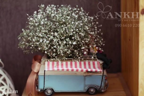 Xe mô hình handmade chở hoa