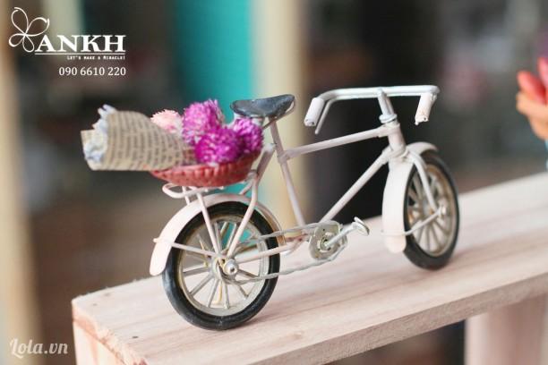 Xe đạp chở hoa vintage