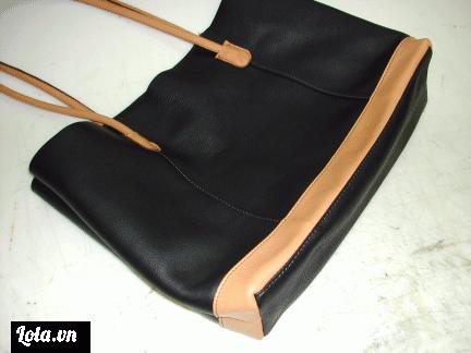 Sau khi hoàn thành khâu quan trọng nhất là ghép ruột túi và các mảnh bên lại với nhau chúng ta chỉ cần 1 khâu cuối cùng, lột ngược lại mặt da ra bên ngoài và khâu thêm 1 dây khoá kéo cho chiếc túi là xong.