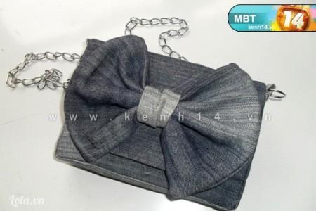 - Cuối cùng, các bạn cắt 2 mảnh vải nhỏ cỡ 4x8cm rùi gắn vào hai mép túi làm phần móc và gắn dây đeo vô là xong.