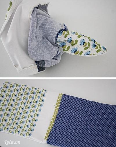Lộn mặt phải của túi qua đáy của lót túi.  - Gấp lót bên trong túi bên ngoài và may tất cả các góc và đường nối.  - May mí 1 đường phía dưới viền rút túi.