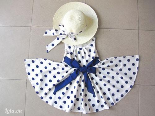 Fullset Đầm trắng nơ, bi xanh cùng nón cho bé gái