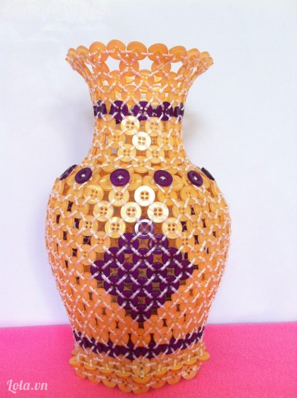 Bình hoa kết từ nút áo (size lớn)