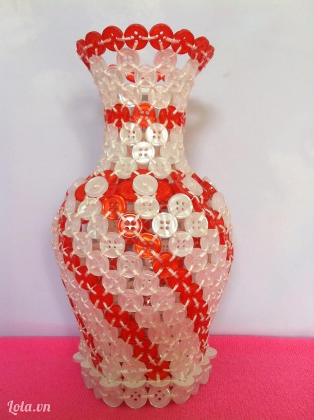 Bình hoa kết từ nút áo (size trung bình)