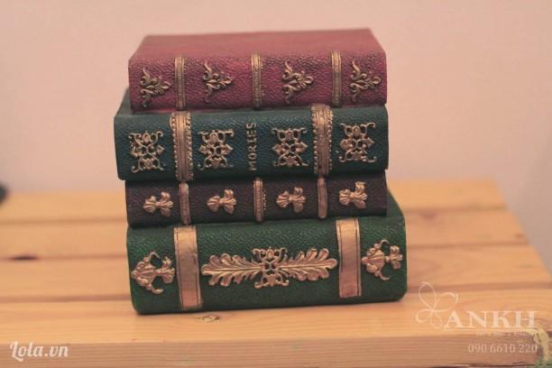 Mô hình ống heo kiểu sách cổ điển