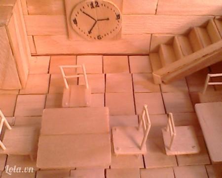 Làm ghế, bàn, đồng hồ trang trí nha. Tùy các bạn làm muốn bàn ghế theo mẫu như thế nào