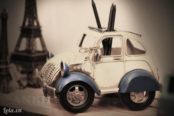 Xe hơi con vintage cắm viết