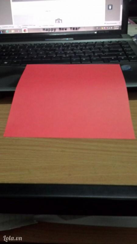 Chuẩn bị một tờ giấy hình vuông