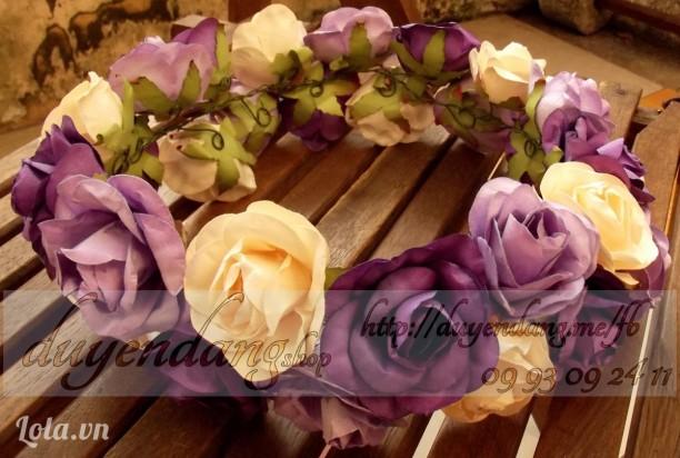 Vòng hoa lớn tím - tím - kem