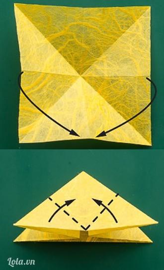 Thu 4 điểm nằm giữa 4 cạnh giấy với nhau tạo thành hình tam giác chồng chéo nhiều lớp giấy. Bước này thường được gọi là tạo thuyền.Gấp 2 góc dưới cạnh đáy của tam giác lên trên sao cho mỗi nửa cạnh đáy trùng khít với đường cao của tam giác, tức hai mép giấy sát nhau tại chính giữa hình.