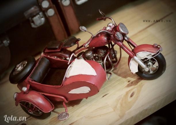 Mô hình xe sidecar cổ điển