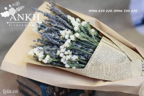 Bó hoa oải hương giấy báo cổ điển cùng hoa salem