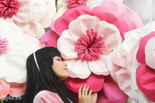 Cách làm hoa hồng giấy đơn giản và tiết kiệm
